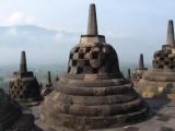 ...mit seinen unzaehligen Stupas auf der obersten Etage.