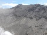 Der Krater ist unfassbar gross. Erkennst du rechts im Bild die 5 Wanderer auf dem Kraterrand? Dann kannst du dir die Dimension in etwa vorstellen!!!