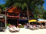 …und gleich daneben das Restaurant des Zanom Sunrise Beach Resort.