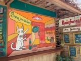 Auf Entdeckungstouren entdecken wir farbenfrohe Restaurants…