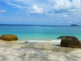 …genauso wie der traumhafte Strand auf der Insel Adang.