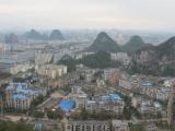 Die Millionenstadt Guilin zu unseren Fuessen vom Oldman-Hill aus