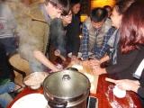 Voll Party beim selber Dumplings machen. Yeah!