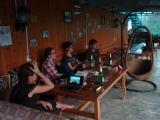 Auf der gemuetlichen Terrasse in Xingping