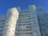 siehts du die zwei Menschlein auf dem Eingangsportal-Turm?