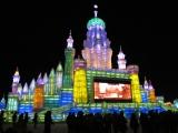 der Mega-Turm mit Mega-Beleuchtung