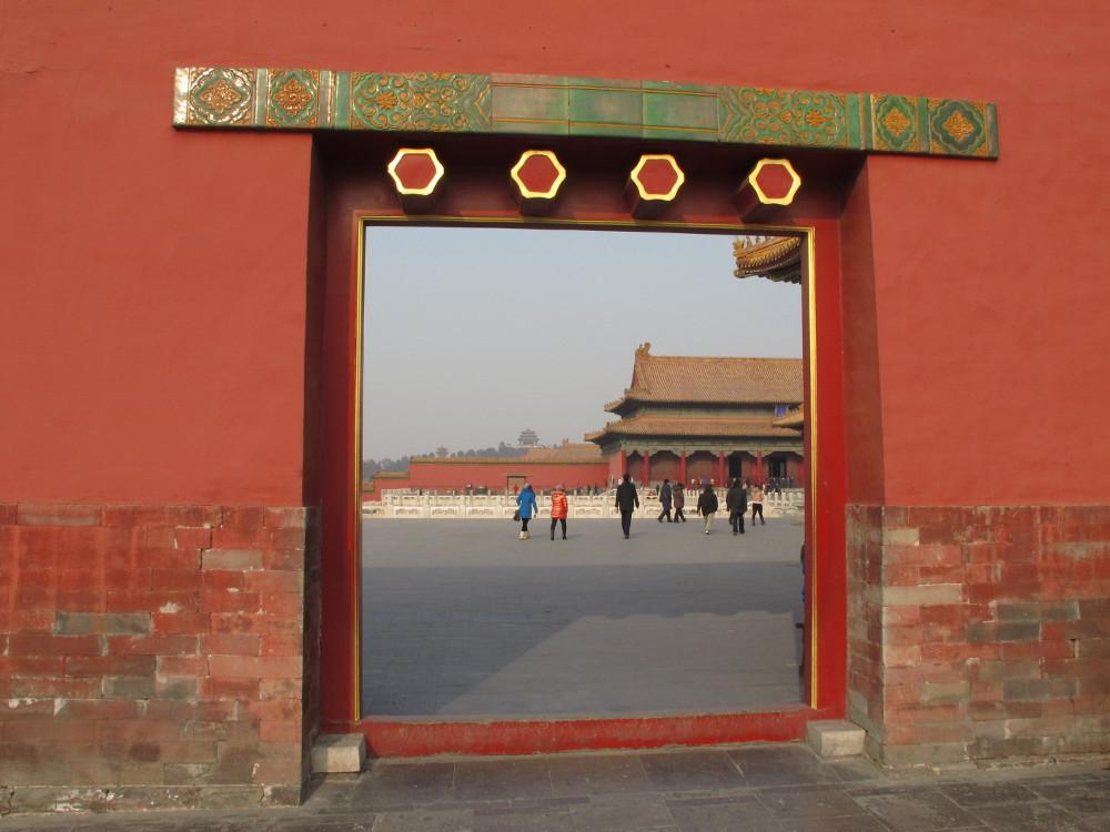 kilometerlange rote Mauern und immer wieder Durchgänge_IMG_9182