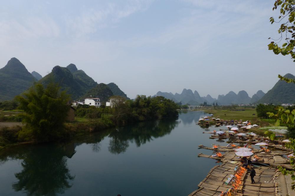 echte Bamboos auf dem idyllischen Yulong_Fluss_P1010864