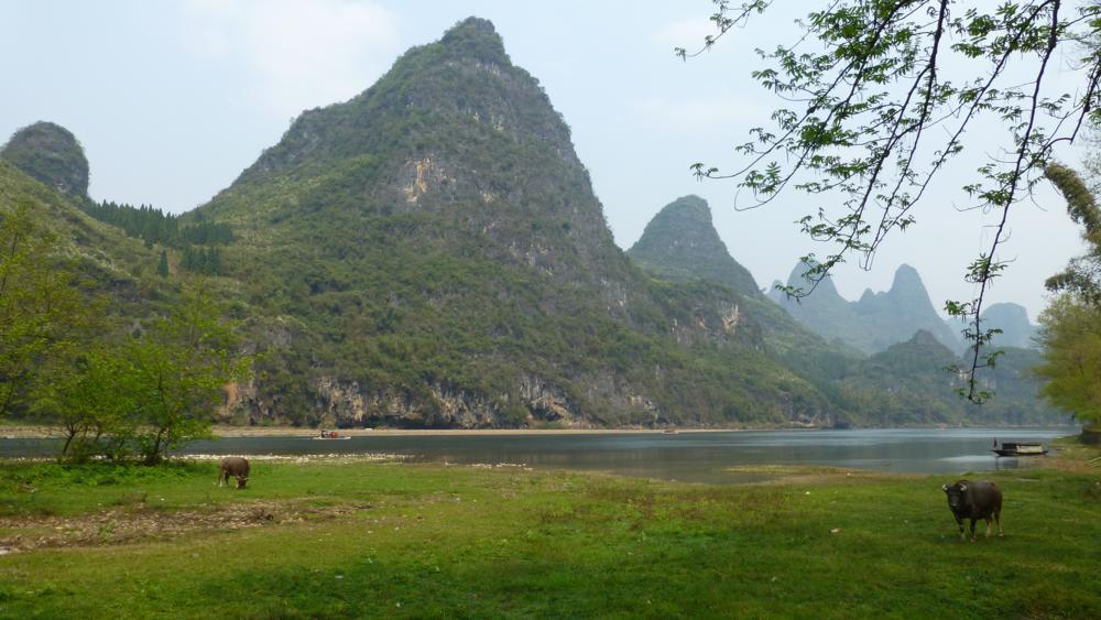 gemütlich dem Li-Fluss entlang wandern..._P1010951