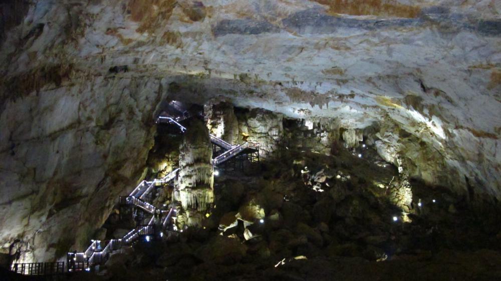 Ein letzter Blick zurück zum Eingang der Paradise Cave oberhalb des Holzsteges_ IMG_2428