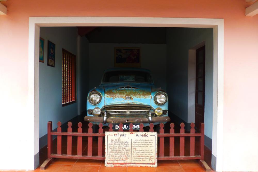 In der An Quang Pagode steht der Austin..._ P1030611