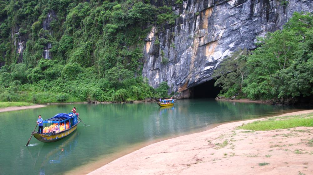 In die Phong Nha Höhle geht es per Boot..._IMG_2269