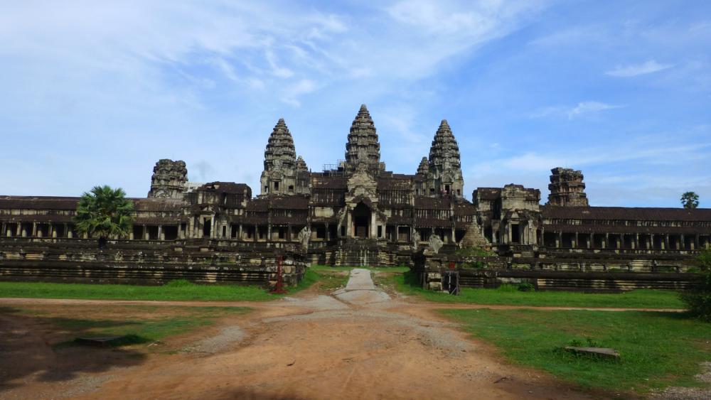 Angkor Wat - Nach dem Sonnenaufgang sehen wir die Anlage in ihrer ganzen Pracht_P1040768
