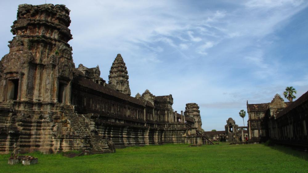 Angkor Wat - Riesige Türme, verschiedene Ebenen, lange Galerien_ IMG_4038