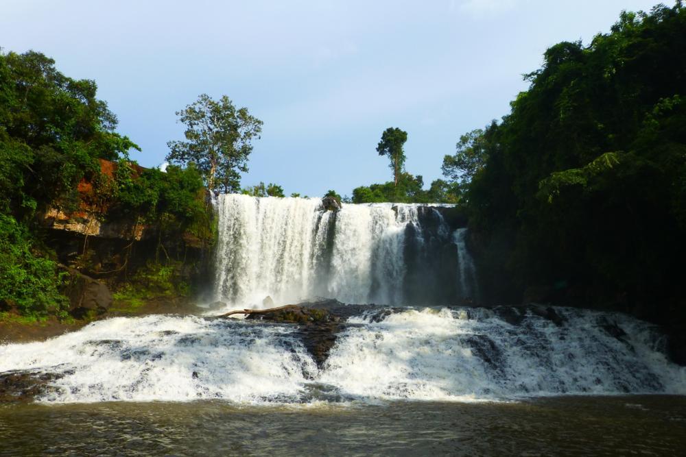 und geniessen darauf ein reinigendes Bad im Bursra Wasserfall_P1050265