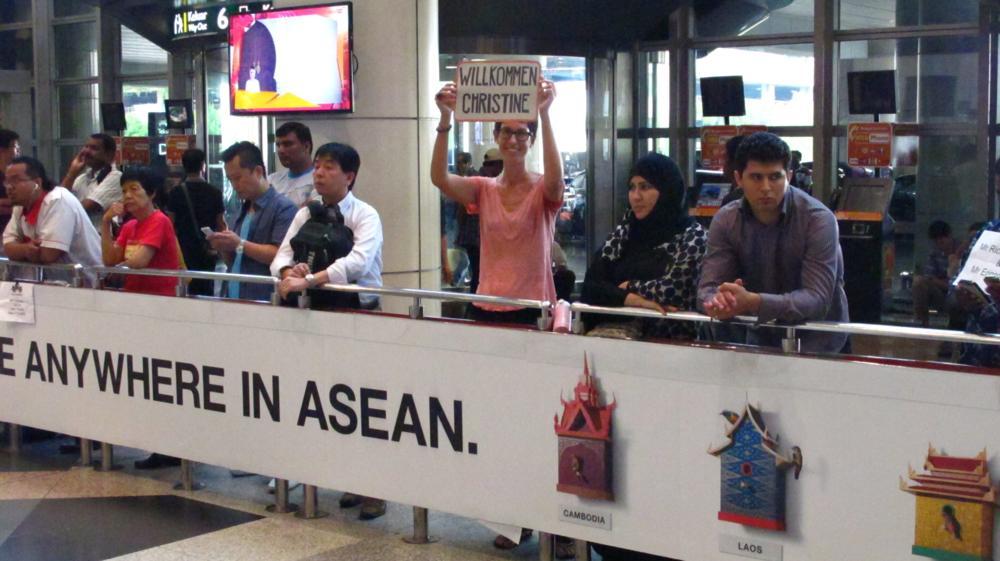 Gespanntes Warten am Flughafen von KL_IMG_7067