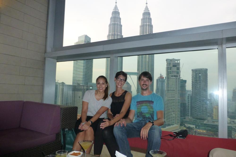 In der Skybar, noch bei Tageslicht, geniessen wir die ersten Cocktails_P1070380